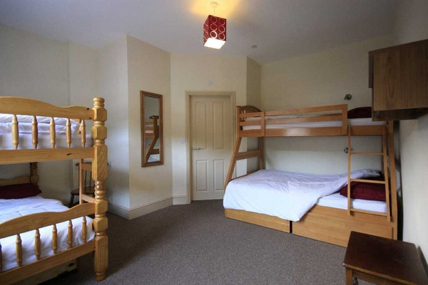 Clean and comfortable en-suite rooms at Llangollen Hostel